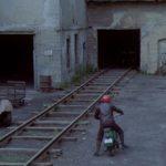 Rebelové, příjezd Oldy do továrny, vápenka Řeporyje