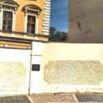 StB, sídlo,pamětní deska, památce obětí umučených komunistickou policí, mučení, komunistický teror